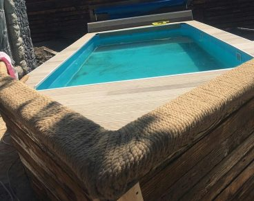 бассейн в виде лодки