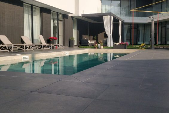 Бассейн плитка во дворе частного дома